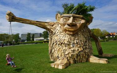 recycled-sculpture-troels-the-troll