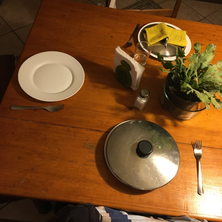 platos sin lavar con agua